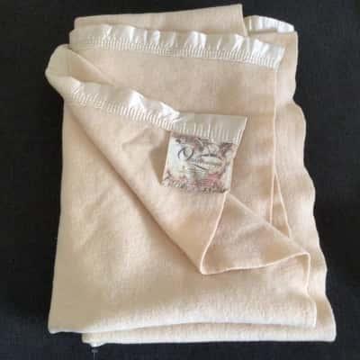 Onkaparinga Pure Wool Blanket 140 cm x 106 cm Cream with Satin Lining