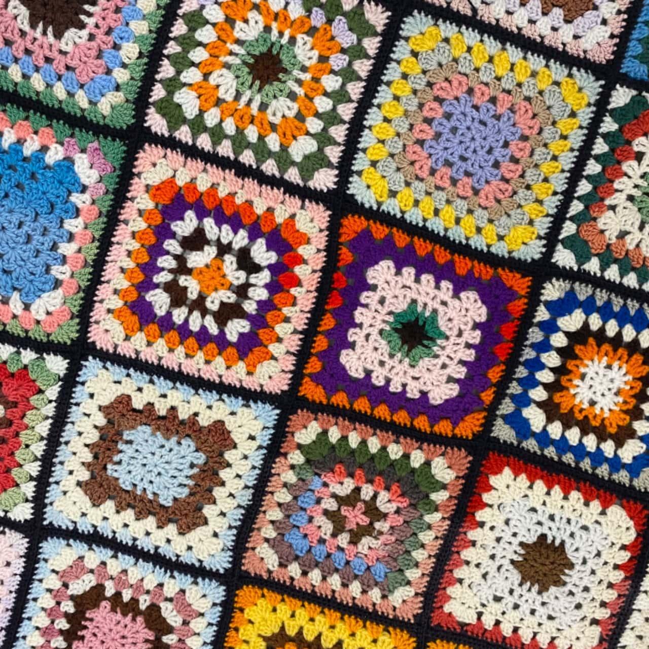 VINTAGE HAND CROTCHETED THROW BLANKET 98 cm x 136 cm multicolours