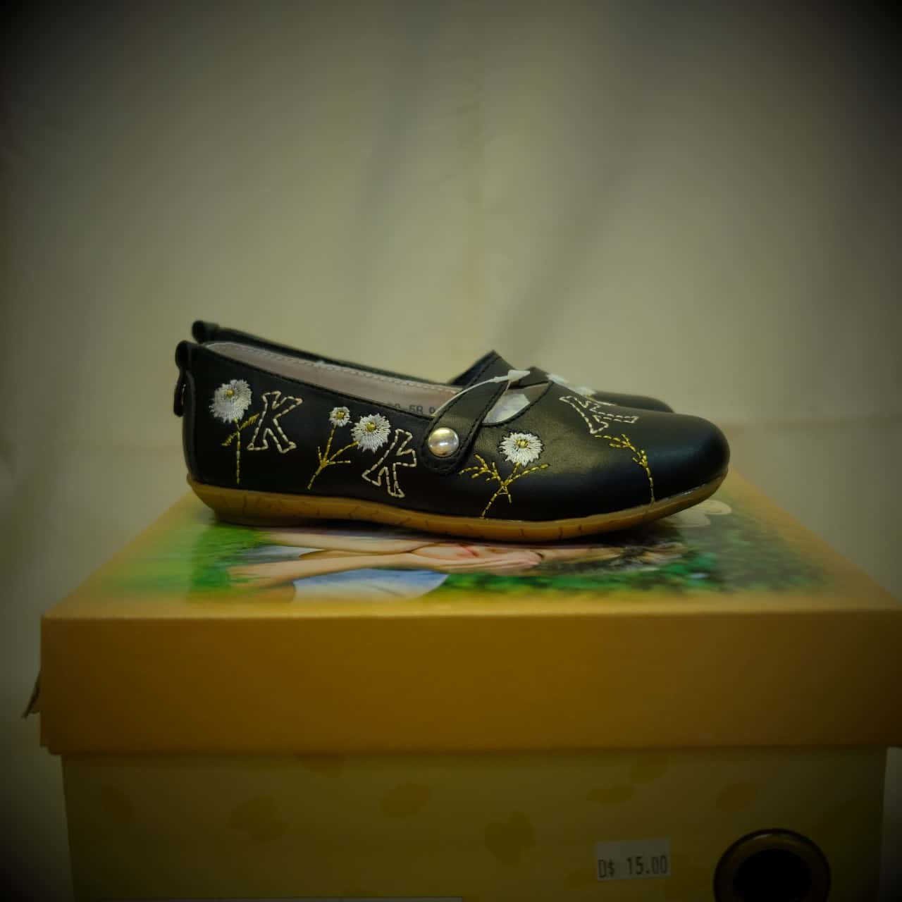 Kids Size 6 Shoes Black /Floral