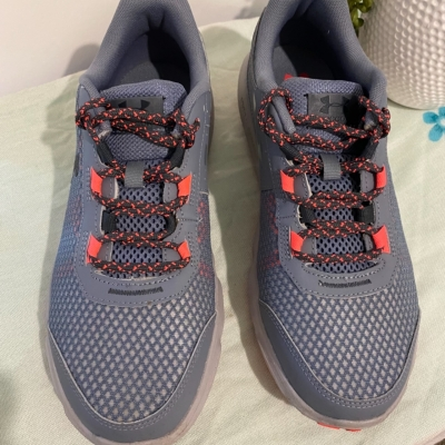 Under Armour Mens  Size 10 Grey Runners