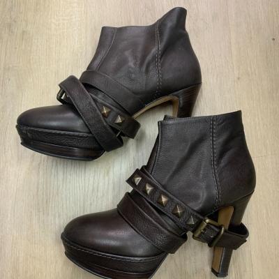 Kallisté Womens Size 40 Brown Boot w/ Studded buckle RRP $610