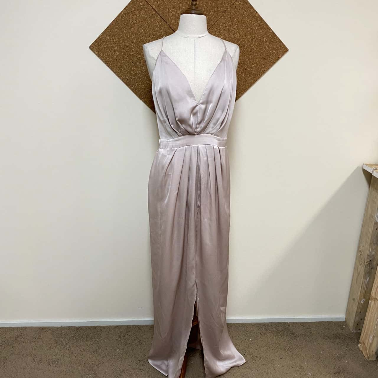 Sheike Womens  Size 10 Formal Dress/Cocktail Dress Cream