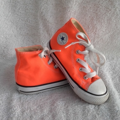 Converse Kids  Size 8 Shoes White/Orange