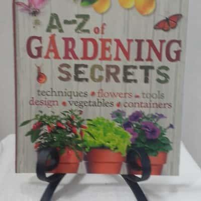 A to Z Garden Secrets by Readers Digest
