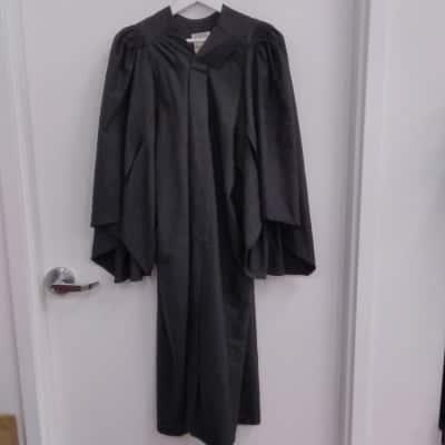 Women's/Men's Traditional Black Graduation Gown M