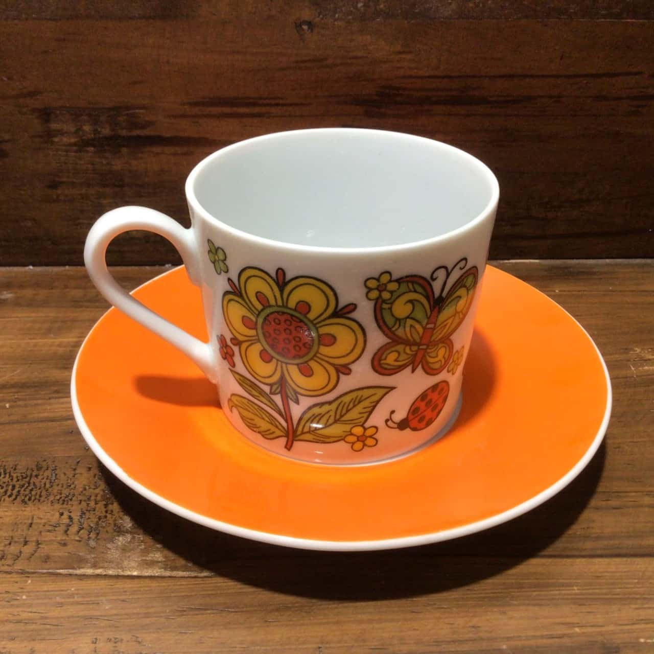 VINTAGE RETRO SET OF 6 CUPS & SAUCERS with FUNKY SUNFLOWER DESIGN
