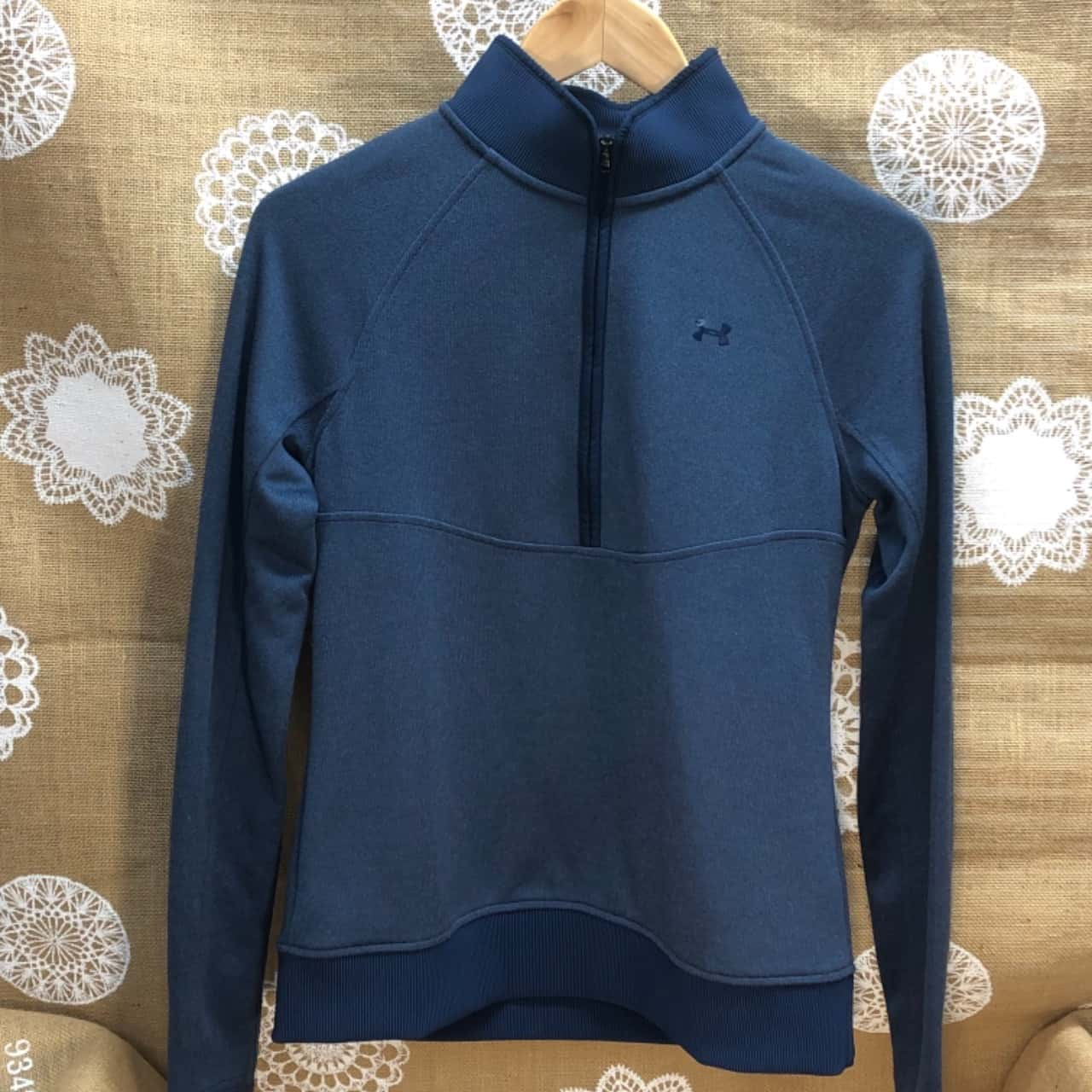 Under Armour Cold Gear Kids Size S Navy Blue Jumper