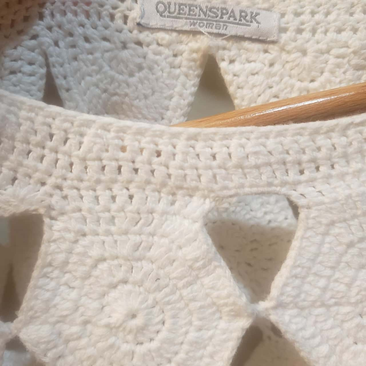 Womens Size 10 3/4 Sleeve White top
