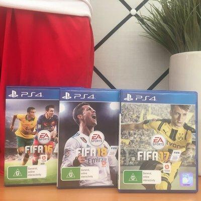 PlayStation 4 - 3 Games FIFA 16,17 and 18