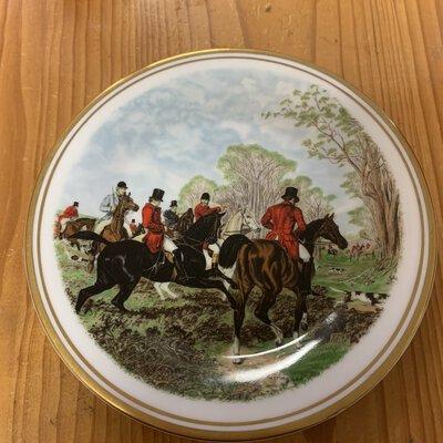 Display plate, Royal Bone China, England, hound hunt images