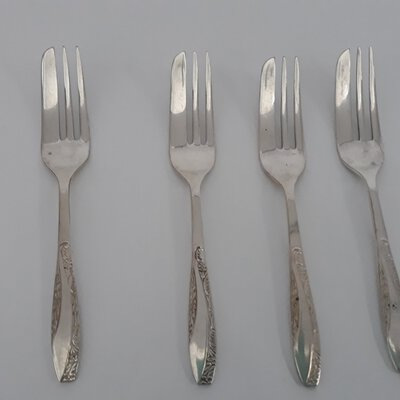 END OF YEAR FLASH SALE!!!  X4 silver plated cake forks