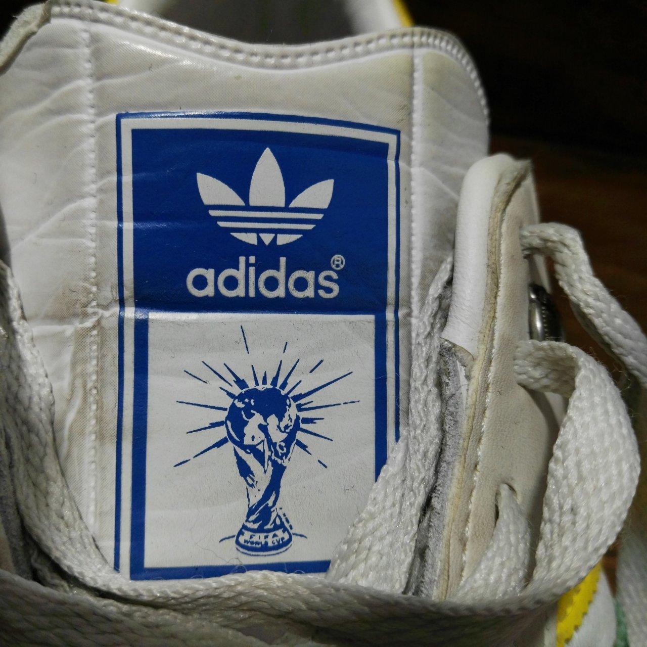 """ADIDAS VINTAGE STYLE """"SAMBA"""" Sports Shoes Size 8 White"""