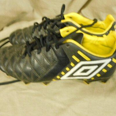 Umbro  Children's Black & Yellow Football Boots Size 3½ (UAF)
