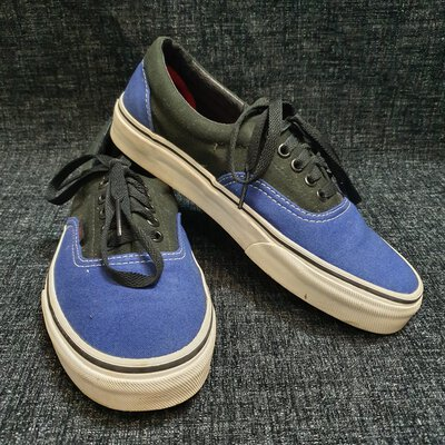 Unisex 'Van's' Sneakers. Size 7 (M) 8.5 (W)