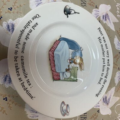 Peter rabbit, Wedgwood, display plate, Etruria & barbston, Frederick Warne & co Beatrix potter designs
