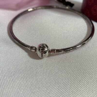 EMMA & ROE Stamped Silver Bangle in box